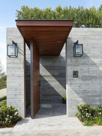diseños de entradas de casas con madera