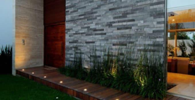 Puertas casas modernas modern door stripes puerta moderna for Puertas de entrada de casas modernas