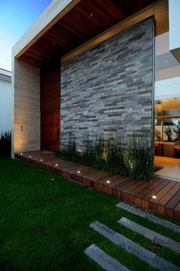diseños de entradas de casas muros