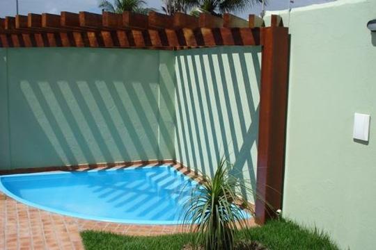 Modernos modelos de piscinas peque as para casas como for Modelos de piscinas en casa
