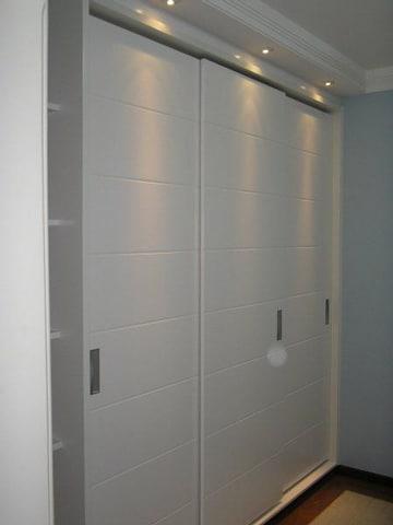 casas con puertas blancas en closet