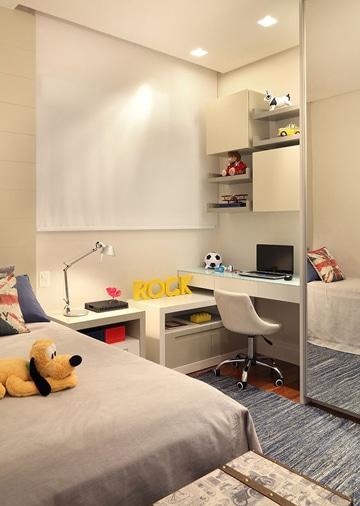cuartos pequeños para niños con escritorio