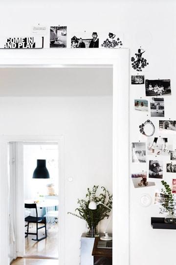 paredes blancas decoradas con fotos
