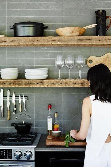 Elige entre estas geniales repisas de madera para cocina for Como amueblar mi cocina