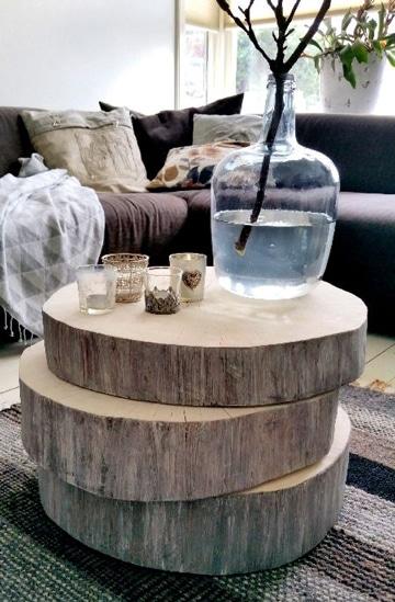 mesas rusticas de troncos apilados