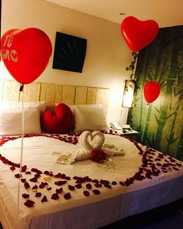camas decoradas con rosas para sorprender