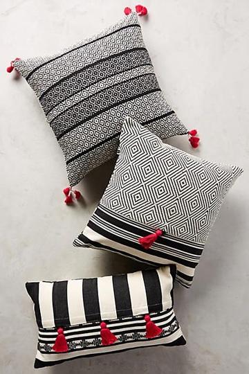 cojines blanco y negro decorativos