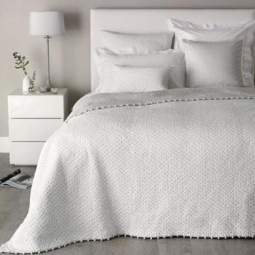 mira estos sencillos cojines para cama de matrimonio