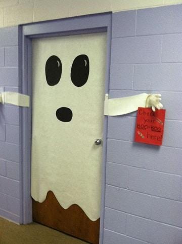 puertas decoradas para halloween fantasmas