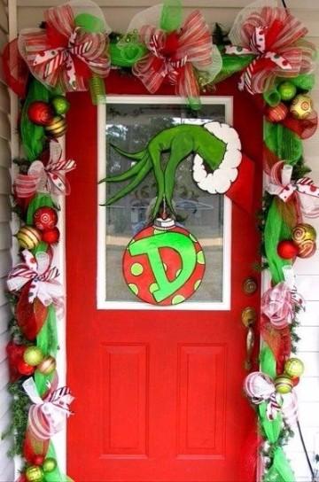 adornos para puertas de entrada grinch
