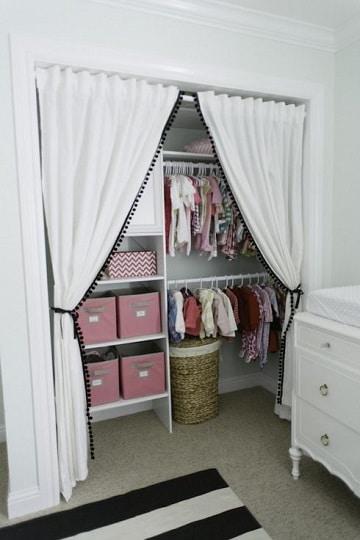 closet para niños modernos con cortina