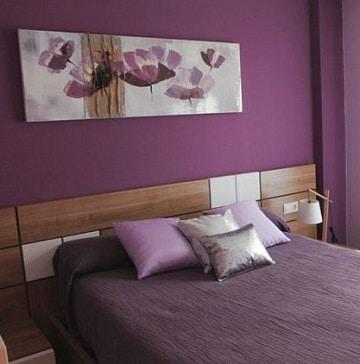 cuartos de color morado y lila para solteros