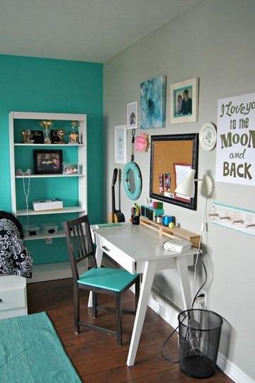 habitaciones color turquesa con escritorio
