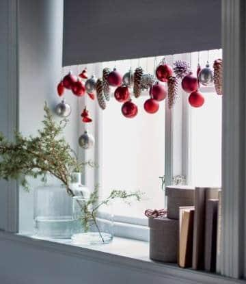 adornos de navidad para ventanas con guirnaldas