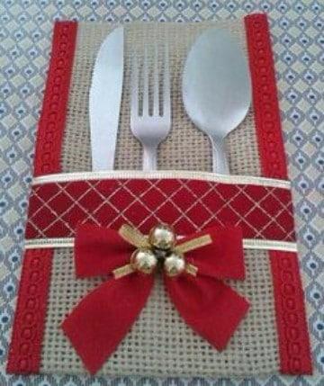 adornos navideños con arpillera rojo y dorado
