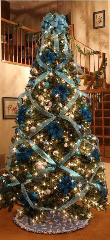 arbolitos navideños decorados con cintas