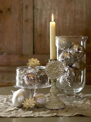 arreglo con adornos navideños de cristal