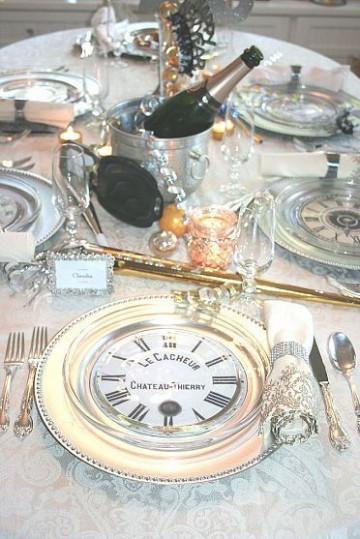 mesas decoradas para año nuevo en plateado