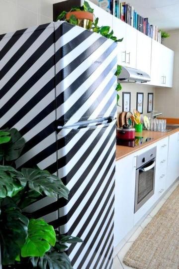 neveras decoradas con vinilos en blanco y negro