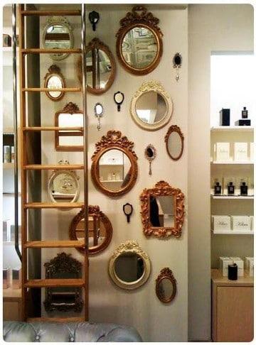 paredes decoradas con espejos antiguos