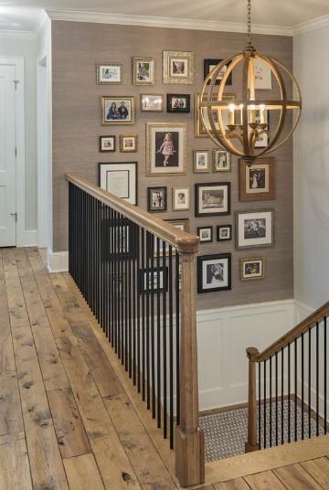cuadros para decorar escaleras marco dorado