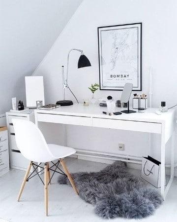 cuarto de estudio en casa en blanco