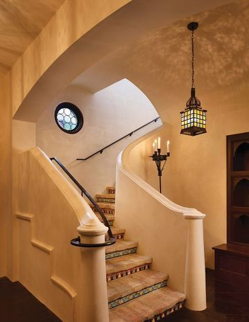 escaleras forradas de azulejo de ceramica