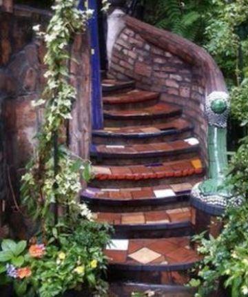 escaleras forradas de azulejo