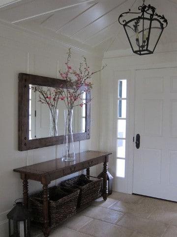 espejos en la entrada de la casa rusticos
