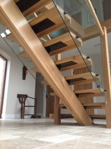 fotos de escaleras de madera de interiores