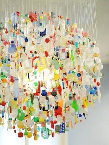 lamparas con botellas de plastico reutilizadas