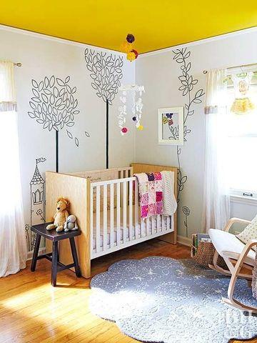arboles dibujados en la pared de habitacion infantil