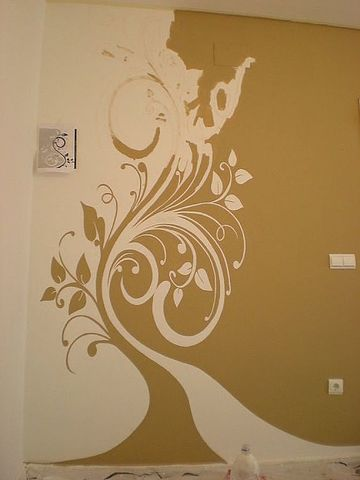 arboles dibujados en la pared de la sala