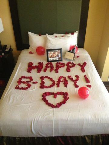 camas decoradas con rosas cumpleaños
