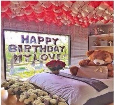 camas decoradas con rosas y peluche