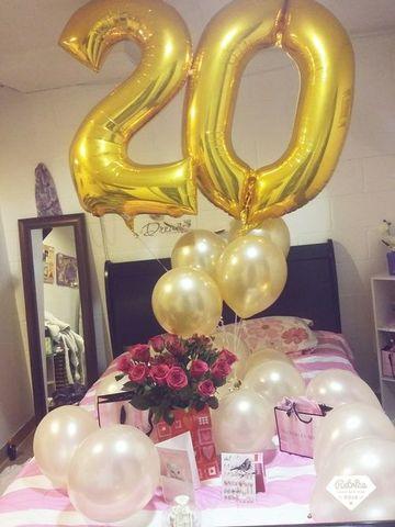 cuartos decorados de cumpleaños con glogos y flores