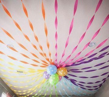 decoracion con globos en el techo sin helio