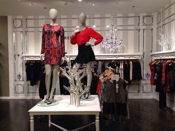decoracion de tiendas de ropa de mujer sencilla