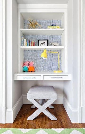 mesas de estudio para niños aprovechando espacio