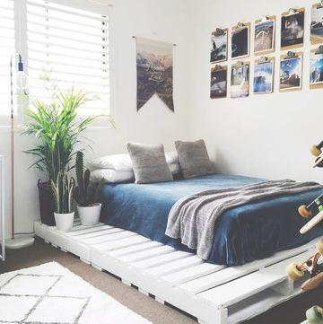camas de palets reciclados pintadas