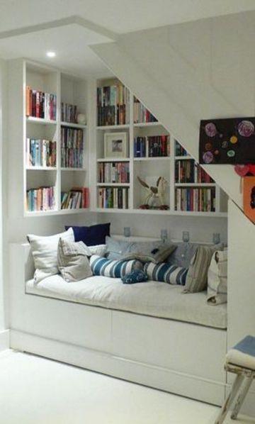 armarios debajo de la escalera con mueble