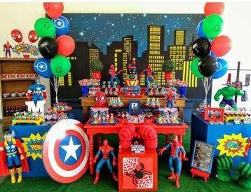 decoracion de avengers para fiesta con globos y mural