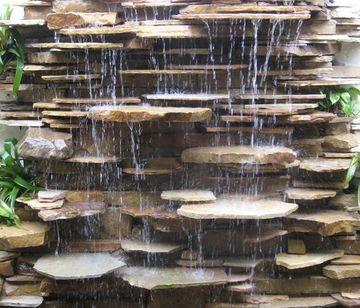 fuentes de pared para jardin con lajas de piedra