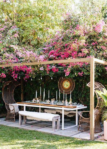 decoracion de patios exteriores con mesa de comedor