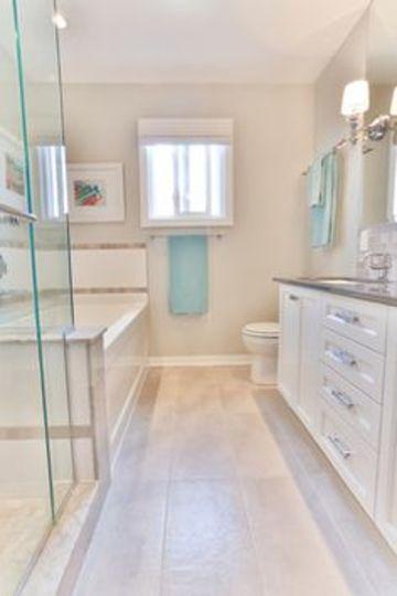 baños estrechos y largos con ducha y bañera