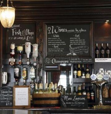 decoracion de bares pequeños acogedores