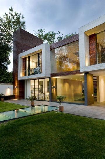 fachadas de casas con ventanales grandes