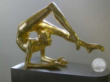 esculturas en fibra de vidrio dorada