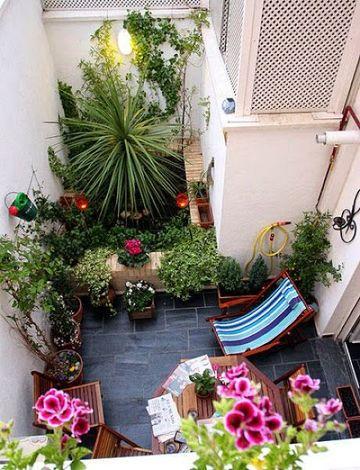jardines en terrazas pequeñas con muchas plantas