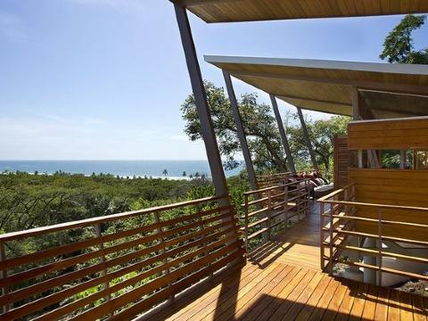 como construir una terraza de madera techada